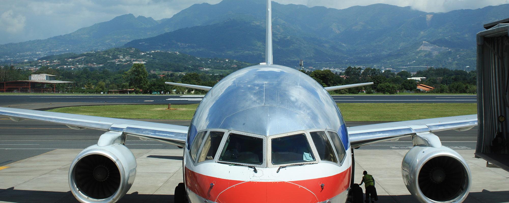 airplane landing in San Jose